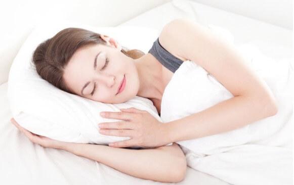 Tinh dầu quế giúp thư giãn và ngủ ngon